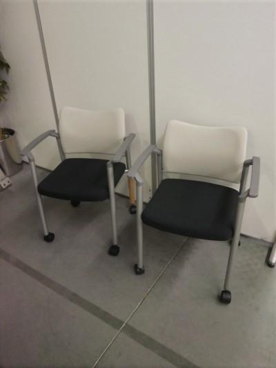 ライオン 肘付スタッキングチェア2脚セット 中古|オフィス家具|ミーティングチェア|スタッキングチェア